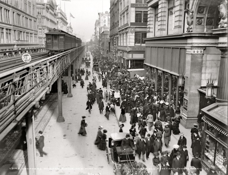 Circa-1903-Shoppers-on-Sixth-Avenue-New-York-City-1024x784