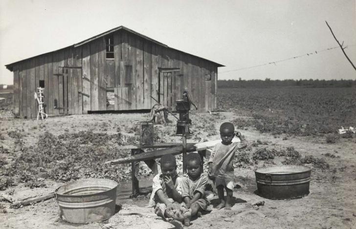 Children_of_sharecropper,_near_West_Memphis,_Arkansas,_1935