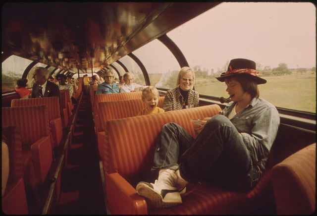 Passengers in the lounge car of the Empire Builder enroute from Chicago to East Glacier Park Montana, June 1974: Flickr, US National Archives