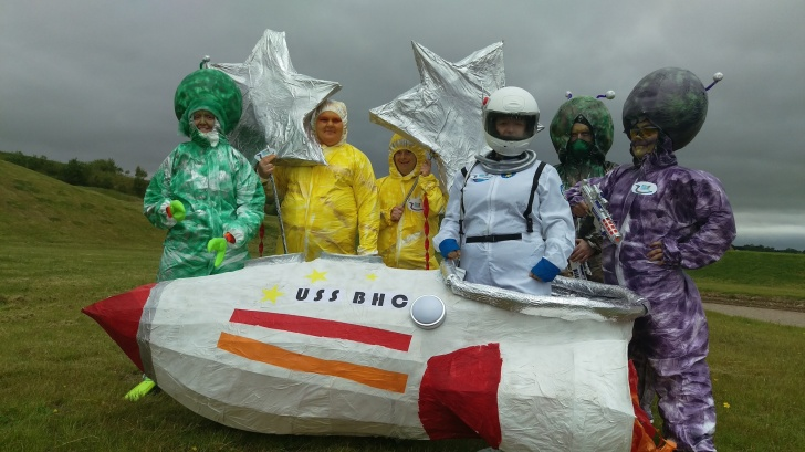 15 Locals dressed up as extraterrestrials for the Multiverse's opening ceremony. (Photo Alina Simone)