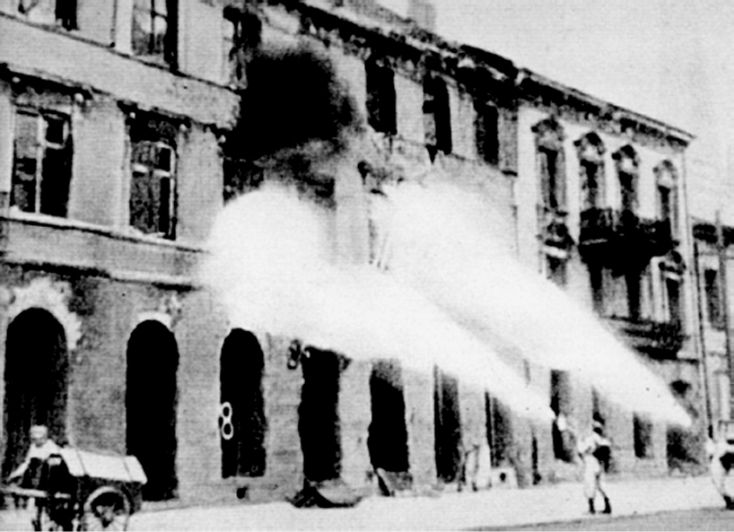 Germans firing Warsaw house by house after the uprising. Via Wikimedia Commons.