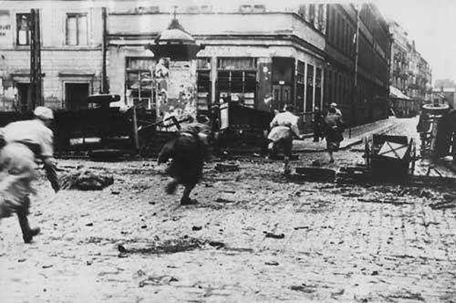 Warsaw_Uprising_Agaton_on_Chłodna_Street_(1944)