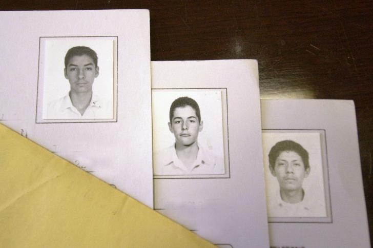 CIUDAD JUAREZ, CHIH. MAYO 24, 2004 / INFORMACION GENERAL / HOMICIDAS / LAS FOTOGRAFIAS DE, OMAR UZIEL HOMERO MURILLO, 18, VICENTE LEON CHAVEZ, 16 Y EDUARDO JIMENEZ, PRESUNTOS RESPONSABLES DE EL ASESINATO DE LOS TRES MIEMBROS DE LA FAMILIA LEON CHAVEZ / FOTOS GABRIEL CARDONA / EL DIARIO