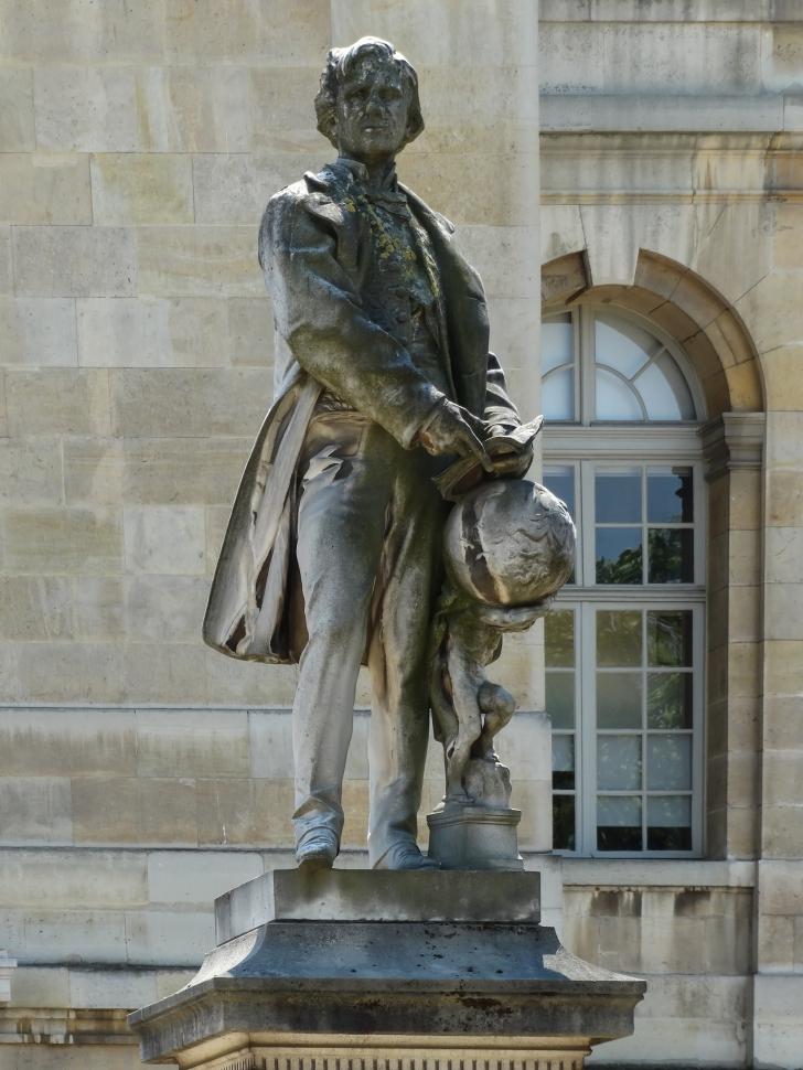 Le_Verrier_statue