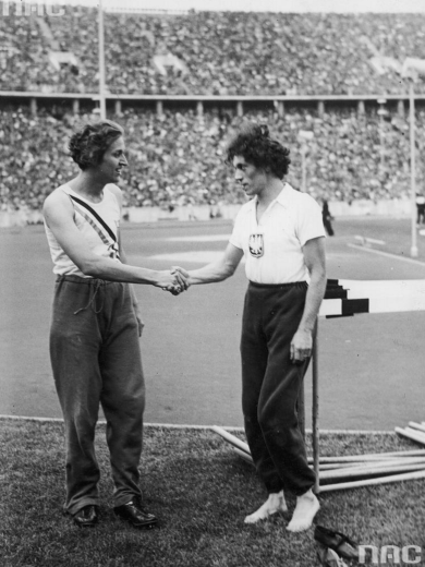 Helen Stephens and Stella Walsh at the 1936 Berlin olympics. (Wikimedia Commons)
