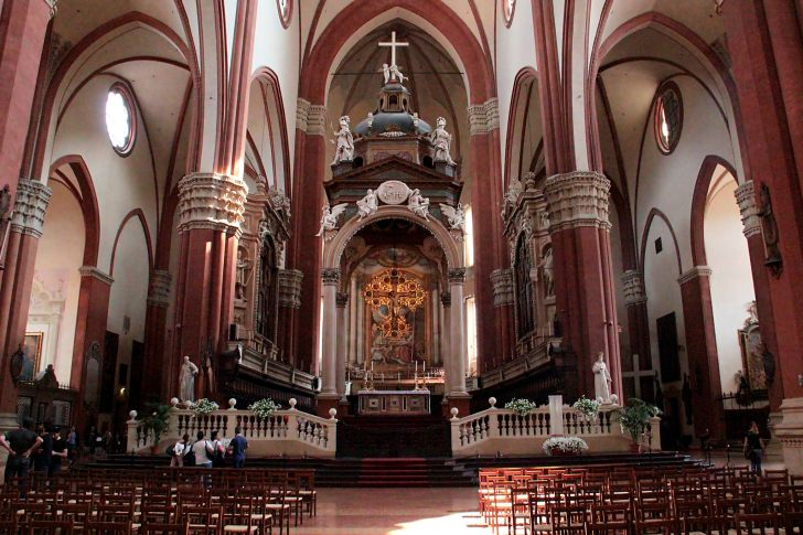 The interior of the Basilica di San Petronio, Bologna. GIORGIA/CC BY-ND 2.0