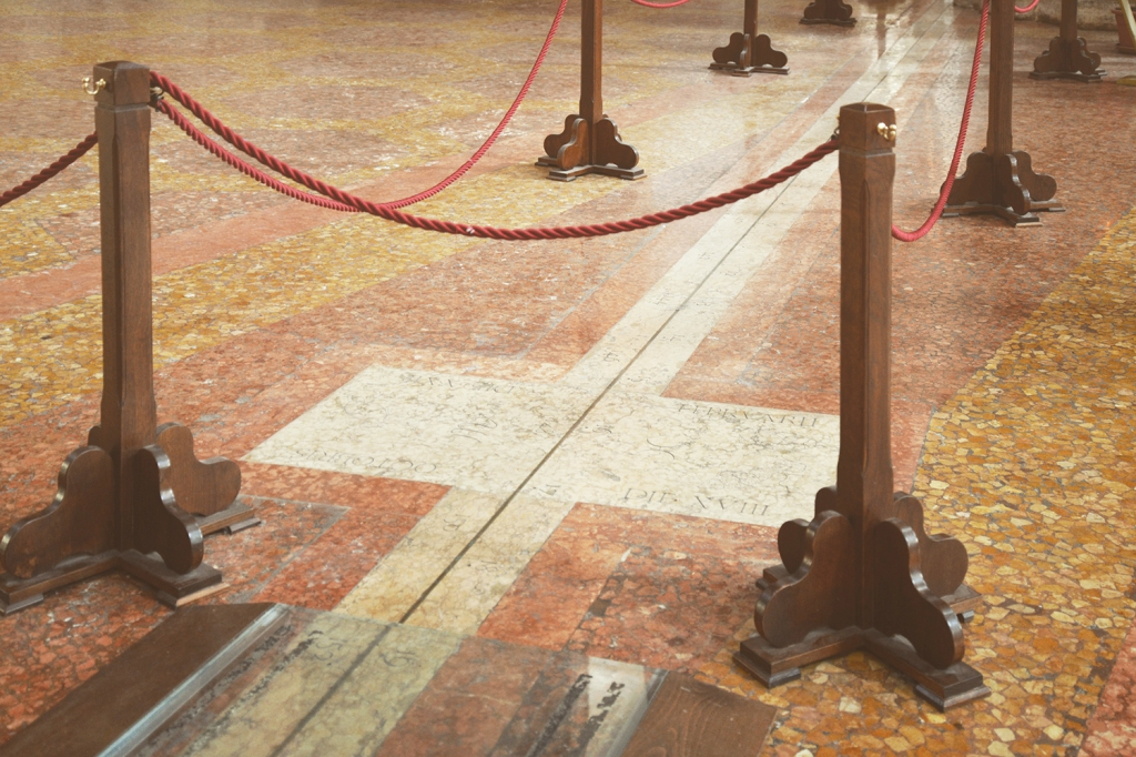 To help preserve the meridian line—but also to draw more attention to it—the church has roped the line off from the feet of daily visitors. Just visible here, in a plaque in the marble floor, are the zodiac signs of Pisces and Scorpio. Both appear near the spring and autumn equinoxes, respectively. Photo: GEOFF MANAUGH