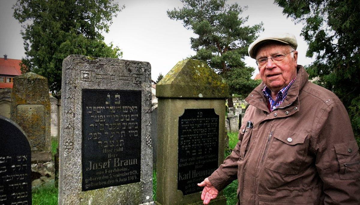 Town historian Horst Gemeinhardt during one of his tours of the Jewish cemetery