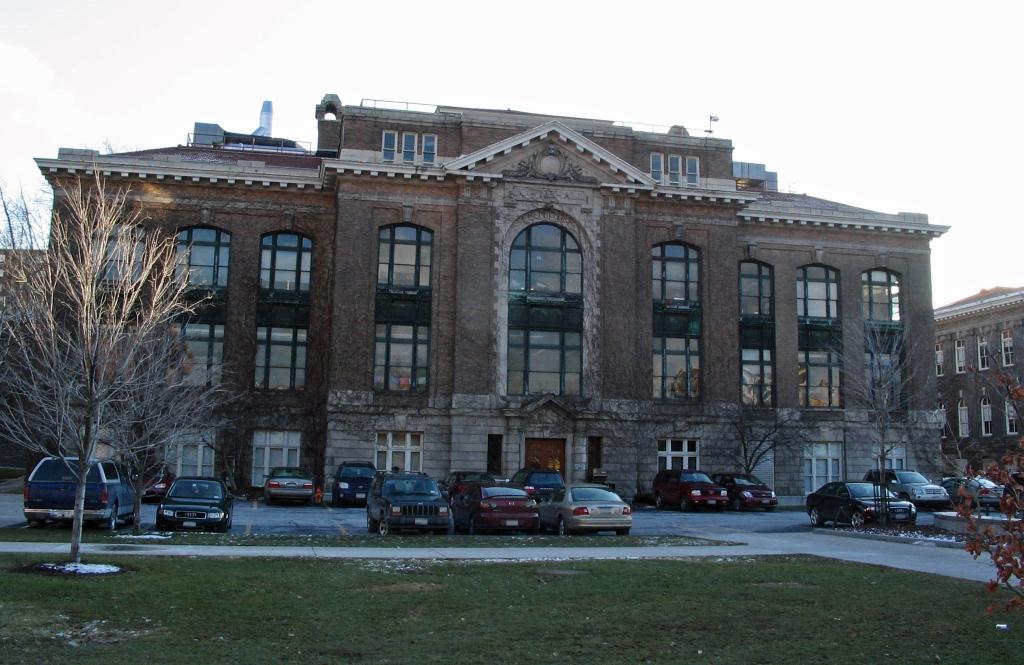 Bowne Hall. Photo: Wikimedia Commons