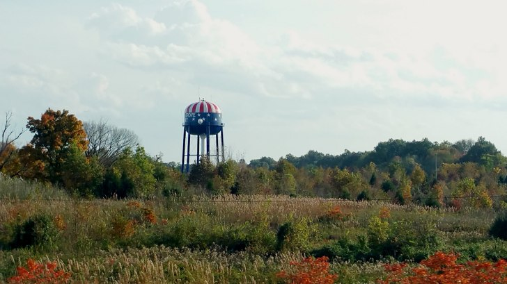 a water tower in kentucky painted like the american flag