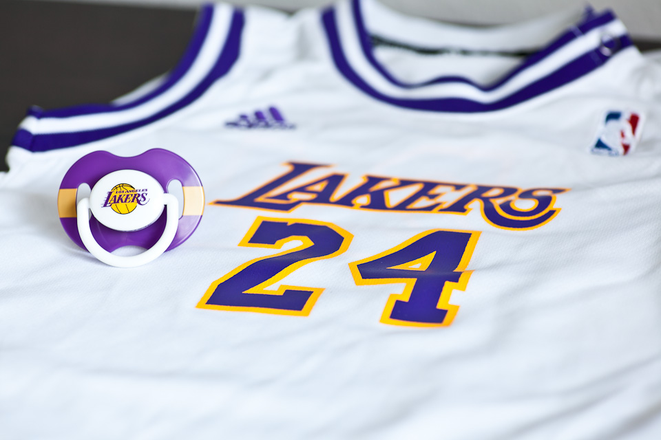 LA lakers jersey, number 24