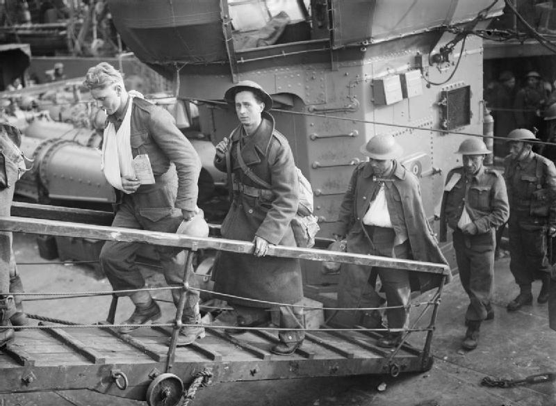 Wounded_British_soldiers_evacuated_from_Dunkirk_make_their_way_up_the_gangplank_from_a_destroyer_at_Dover,_31_May_1940._H1623