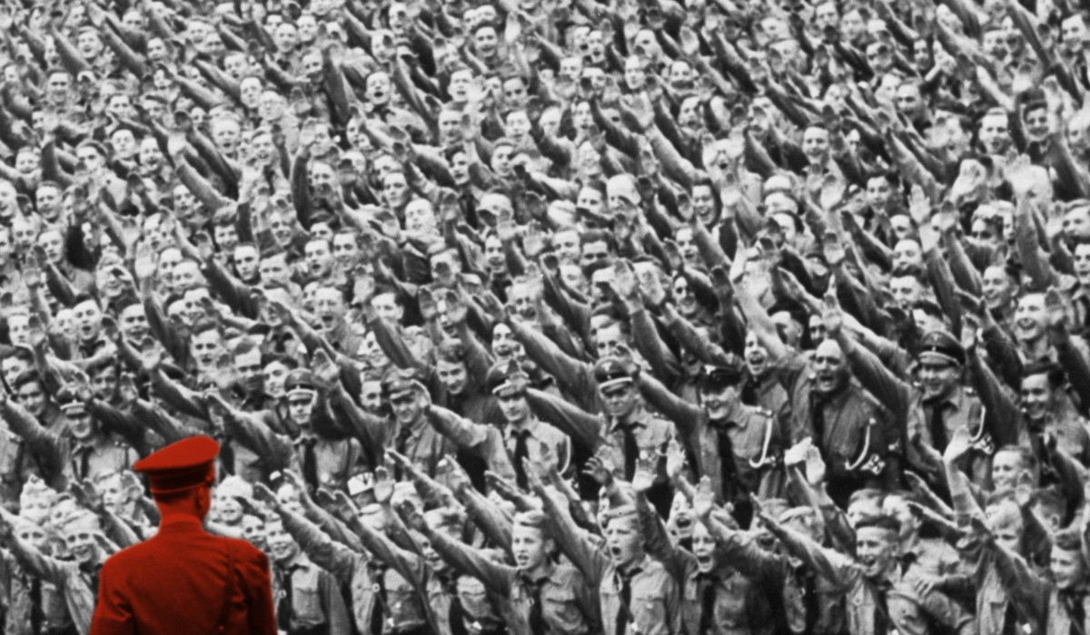 To Heil, or Not To Heil, When Traveling in the Third Reich