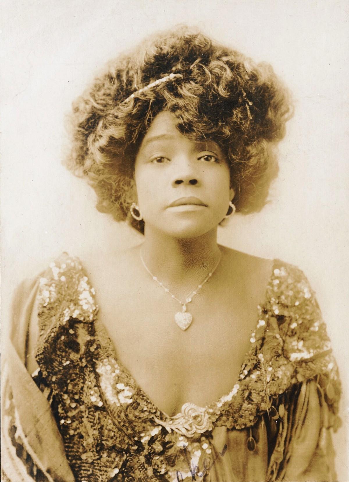 Aida_Overton_Walker_1907